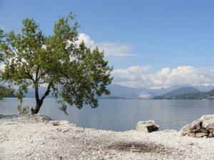 strand-am-lago-maggiore-in-calde